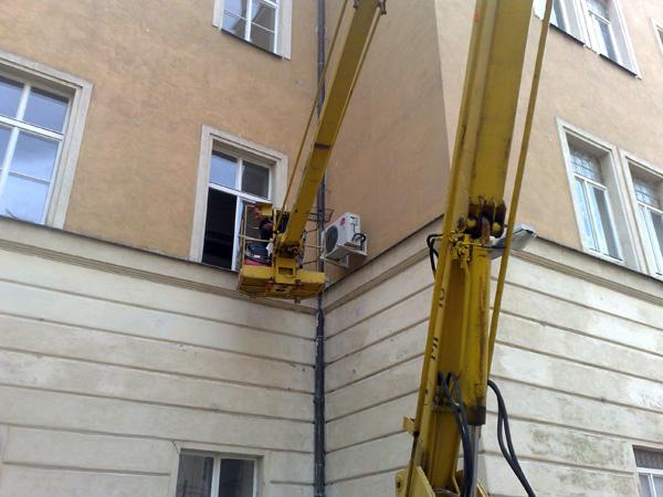 Montáže klimatizací na vnějších částech budov